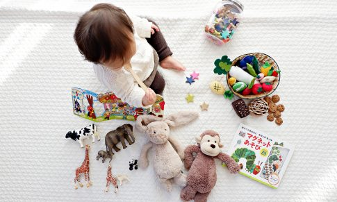 Will babies that grow up in a bilingual home be delayed in their speech development?